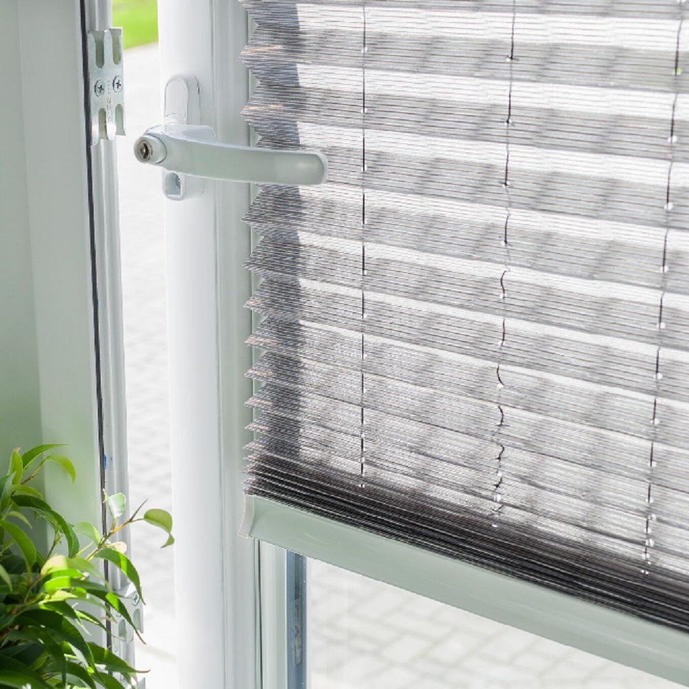 INTU Pleated Blind behind handle