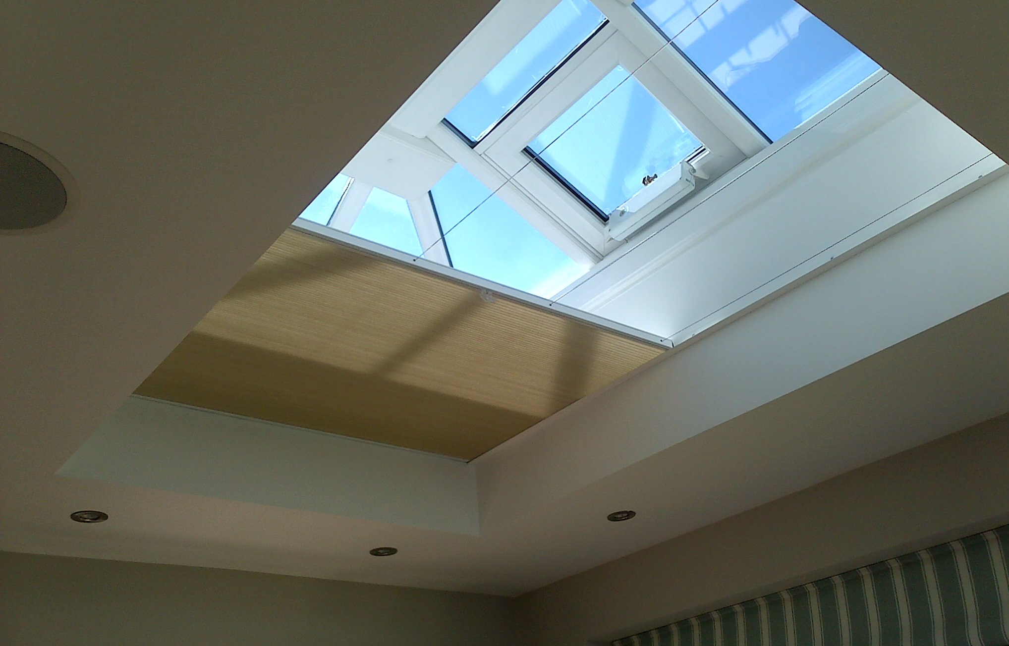 Vale Honeycomb flat roof blind