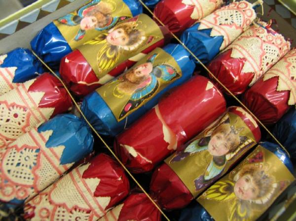 "Tom Smith's Christmas crackers ""Bank of Love"""