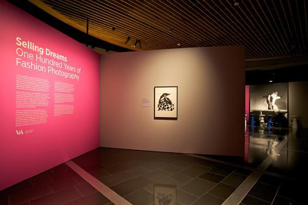 Selling Dreams. © Krzysztof Pfeiffer (2014). Auckland War Memorial Museum - Tāmaki Paenga Hira.