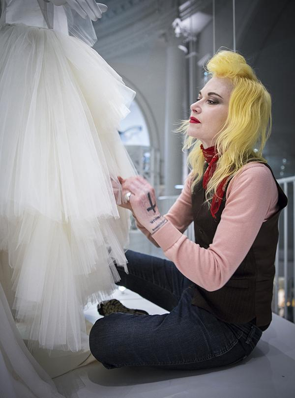 Pam Hogg adjusts the skirt on the dress she designed for Lady Mary Charteris. © Victoria & Albert Museum, London