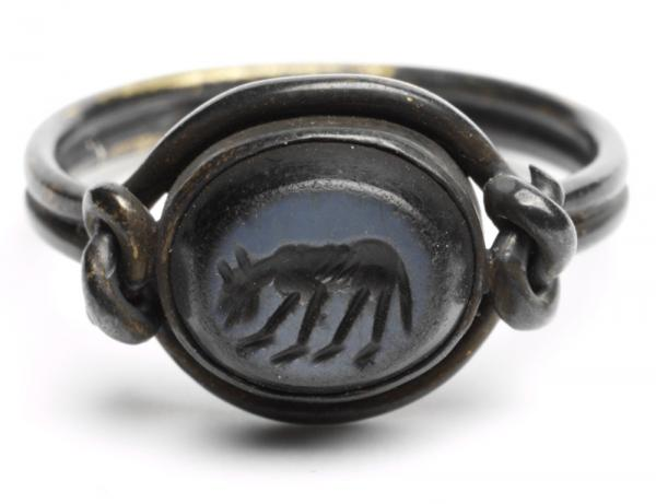 Wolf intaglio, unknown maker, 200 - 50BC. Museum no. 572-1871. © Victoria and Albert Museum, London.