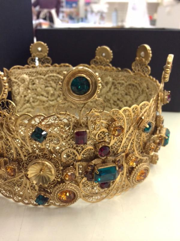 Dolce and Gabbana crown. © Victoria and Albert Museum, London.