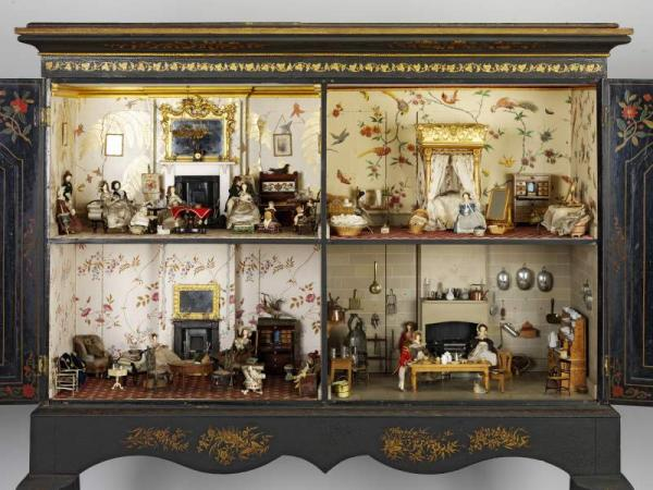 dolls house interiors. Dolls House  W 15 389 1936 Victoria and Albert Museum London Playing with dolls
