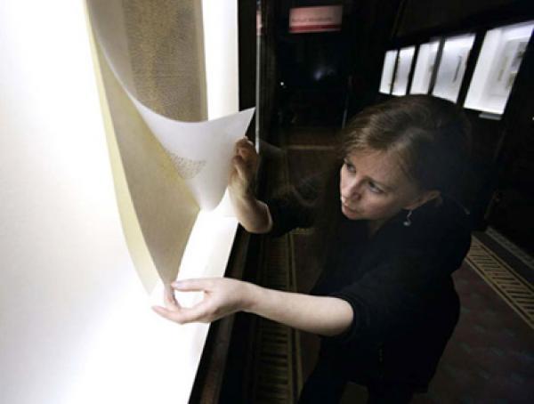 Siân Bowen installing 'Gaze', Gallery 102
