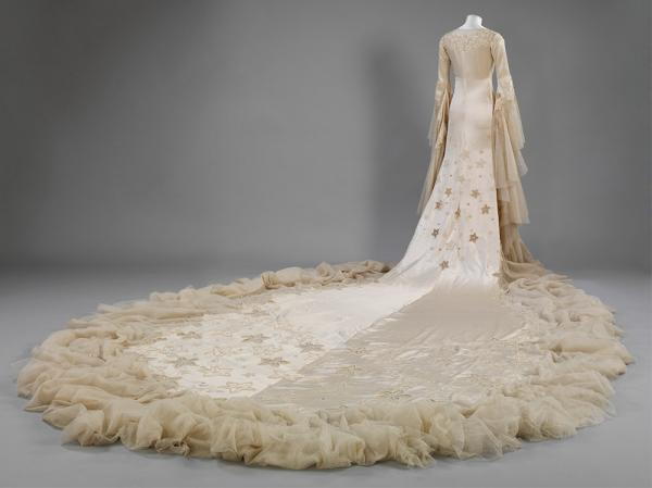 Norman Hartnell gown, given and worn by Margaret, Duchess of Argyll for her first marriage. Museum no.  T.836-174. © Victoria and Albert Museum, London