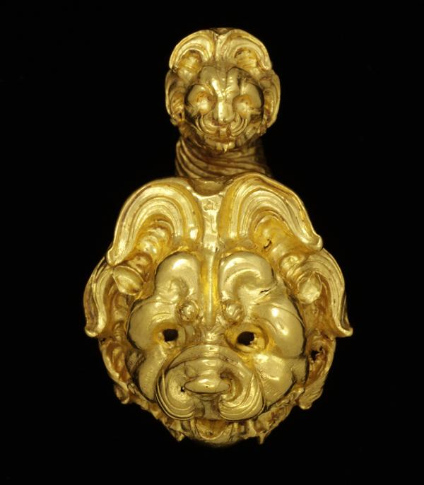 Earring, unknown maker, 350 - 300 BC. Museum no. 624-1884. © Victoria and Albert Museum, London.