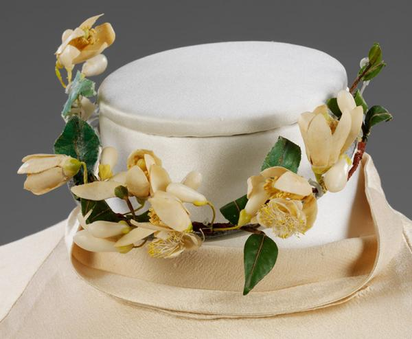 Orange blossom choker worn by Baba Beaton at her wedding in 1934. © Victoria and Albert Museum, London