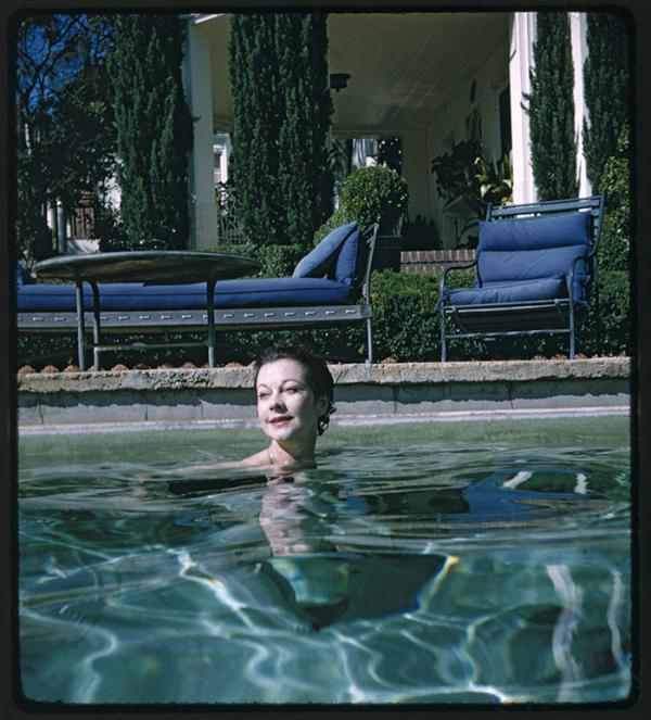 Vivien Leigh in George Cukor's pool, 1960. Photographer unknown. © Victoria and Albert Museum, London