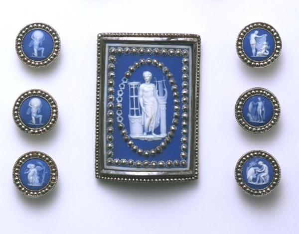Buckle and buttons in blue jasper ware, Josiah Wedgwood, 18th century, English. Museum number 5818-1853