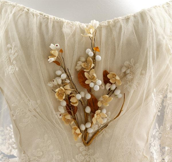 Sprig of artificial orange blossom worn by Henrietta Woodcock at her wedding, 1848. © Victoria and Albert Museum, London