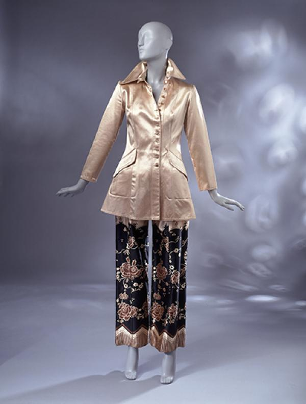 The Lamborghini jacket and trousers suit worn by Hilary Milne at her wedding. © V&A Collection