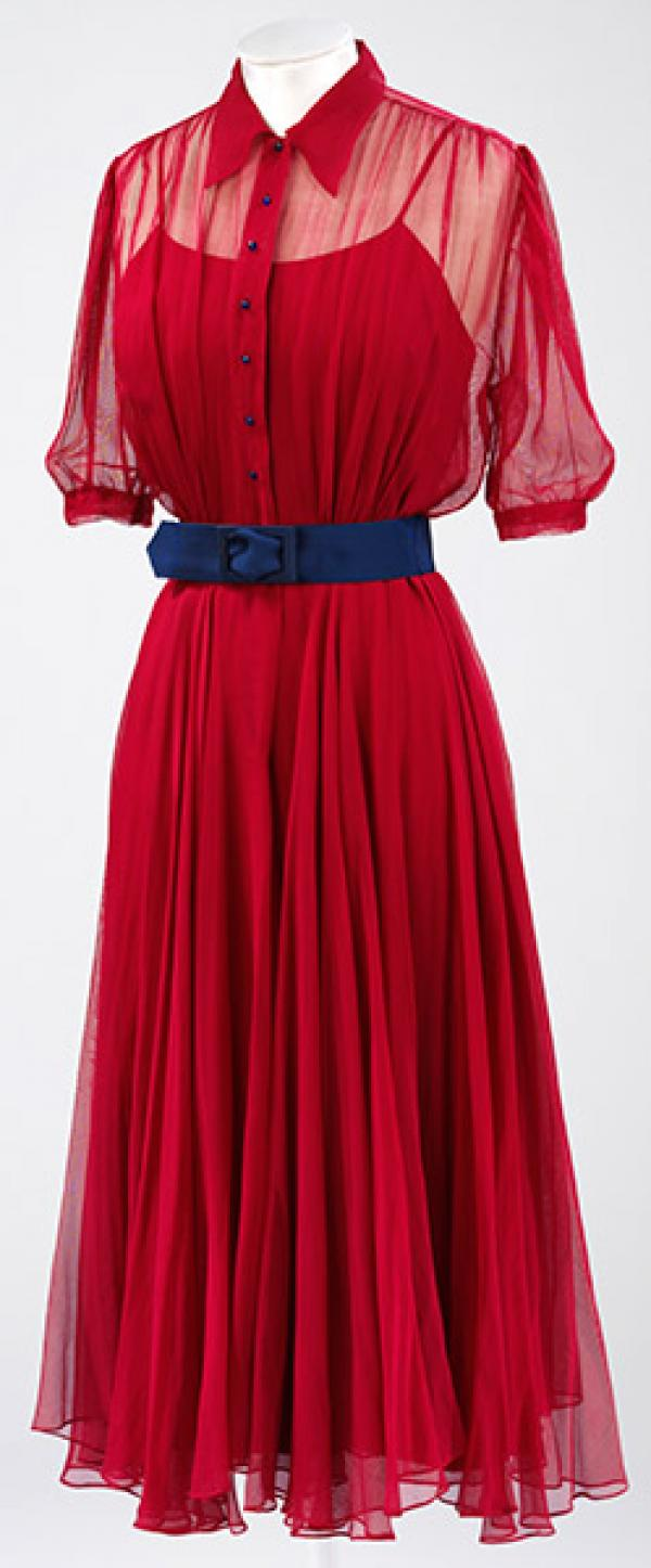 Red silk gauze day dress with deep blue silk belt. © Victoria and Albert Museum, London