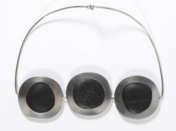 Necklace, Helga Zahn, England, 1966-7. V&A Museum no M.7-1991