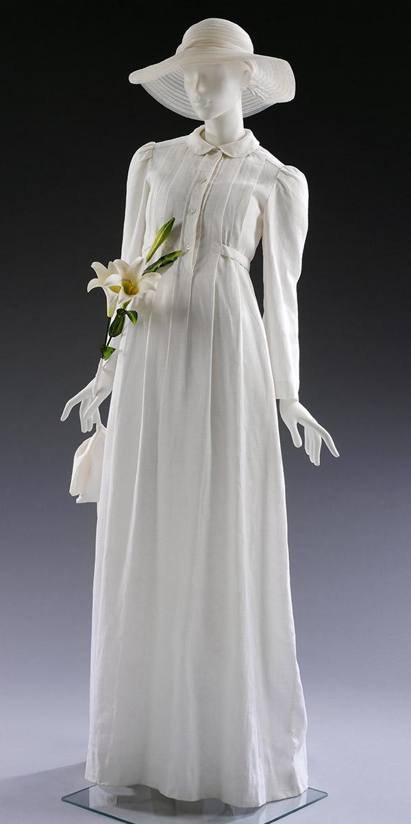 Geoffrey Beene dress for Catharina Oeschger. Museum no. T.32:1-4-2006. © Victoria and Albert Museum, London