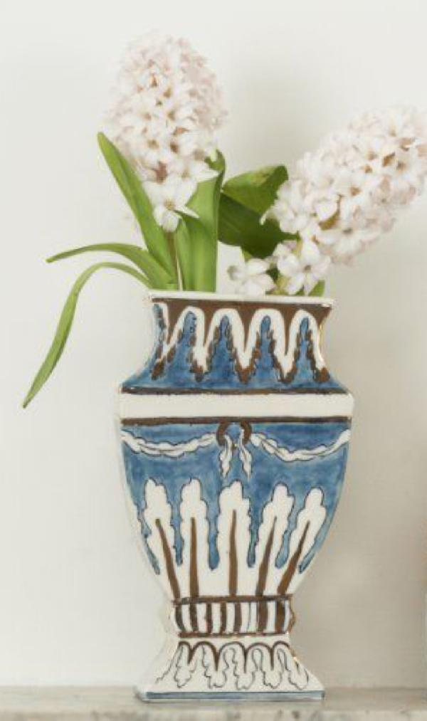 Small Vase Object by Molly Hatch © Victoria and Albert Museum, London