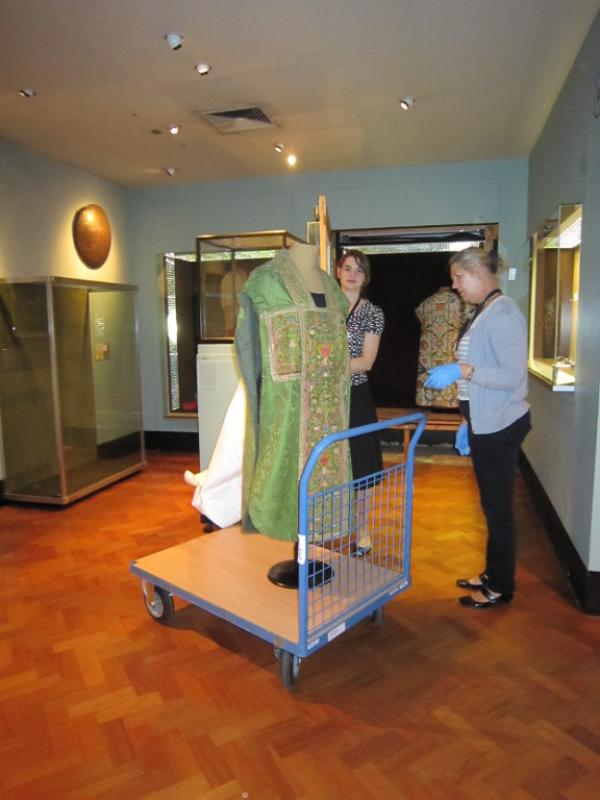Moving two chasubles