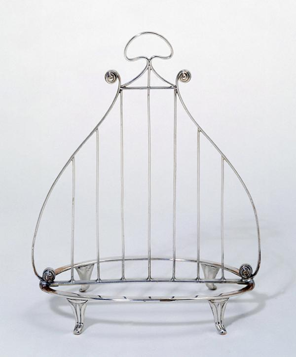 Toast rack, unknown maker, about 1790. Museum no. M.122-1937. © Victoria and Albert Museum, London.