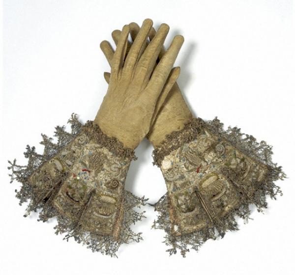 gloves_1600