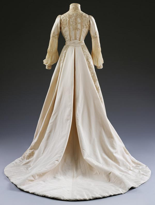 Wedding dress by Houghton & Dalton, worn by Edith Hope-Murray, 1902. © Victoria and Albert Museum, London