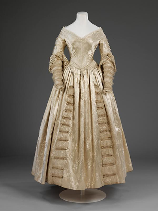 Cream figured silk satin dress, 1841 - © V&A Collection