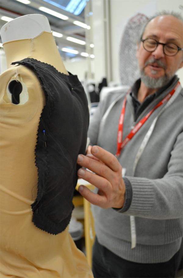 Creating a bespoke mannequin. © Victoria and Albert Museum, London.