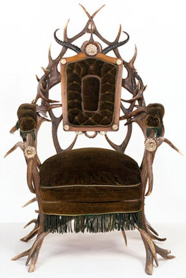 Image of an elaborate armchair made from deer antlers