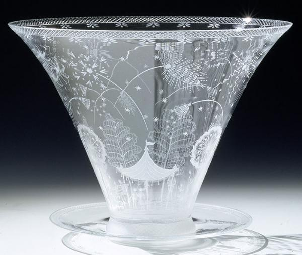 Fireworks bowl; Fyrverkeriskålen, Edward Hald (designer), Orrefors (manufacturers), 1921 (designed), 1930 (made). Museum no. CIRC.52&A-1931. © Victoria and Albert Museum, London.