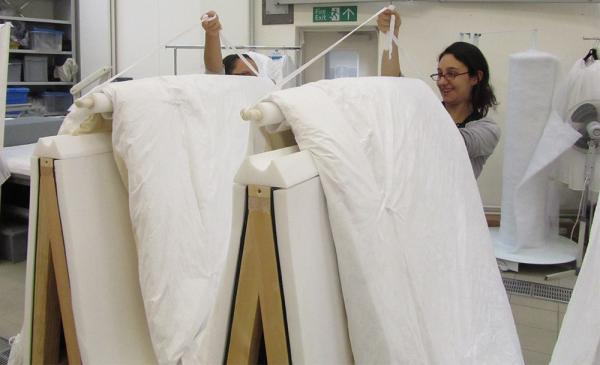 Placing the object onto the frame, ready for crating. © Victoria and Albert Museum, London