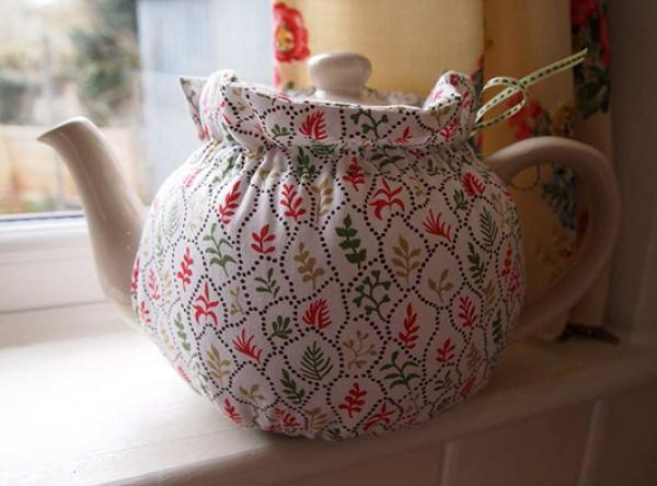 Tea Cosy by Charlie, using 'Coral Leaves'. © Victoria and Albert Museum, London