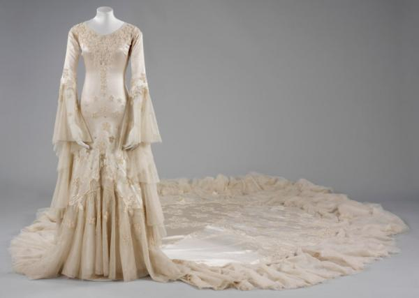 Norman Hartnell gown, given and worn by Margaret, Duchess of Argyll for her first marriage. © Victoria and Albert Museum, London