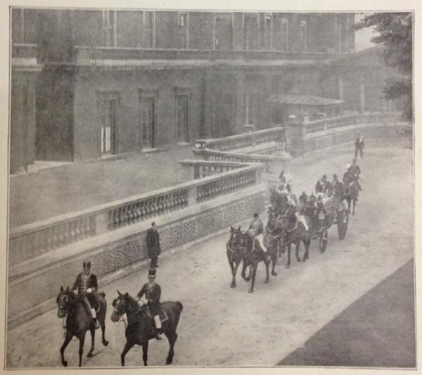 Queen's departure from Buckingham Place