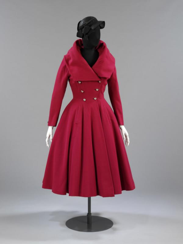 Red wool coat, Hardy Amies, London, 1947-48, museum no. T.35-1966 © Victoria & Albert Museum, London