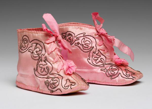 Pair of baby bootees, unknown maker, 1800 - 1830. Museum no. T.76&A-1920. © Victoria and Albert Museum, London