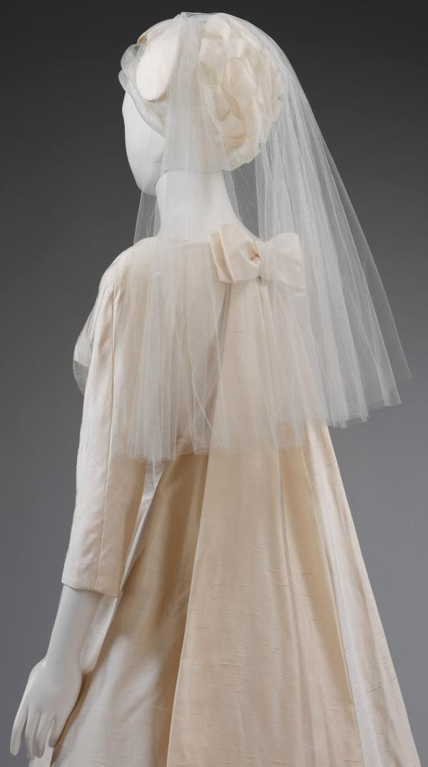 Wig for a Jaques Heim bridal gown from 1963 (T.404:1-2-2001). © Victoria and Albert Museum, London.