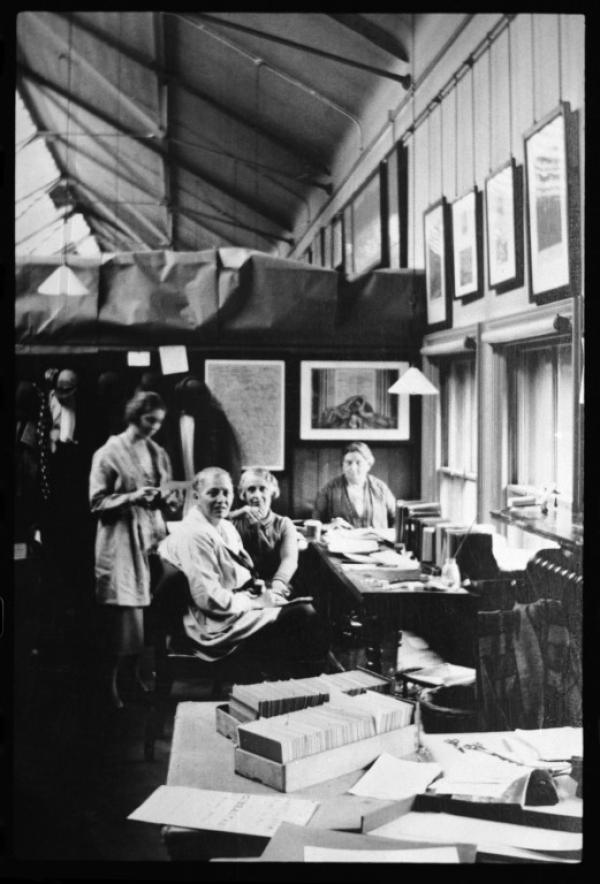 Enthoven and ladies at work