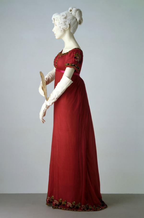 Evening Dress, unknown maker, 1807-1811. Museum no. T.194-1958