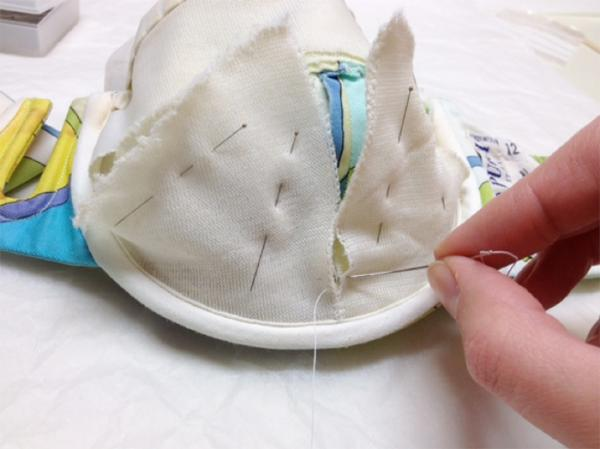 The lining stitching was stitched back using the original stitch holes. © Victoria and Albery Museum, London.