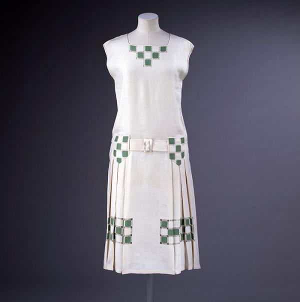 Tennis dress, Hepburne Scott, 1926. Museum no. T.260-1976. © Victoria and Albert Museum, London