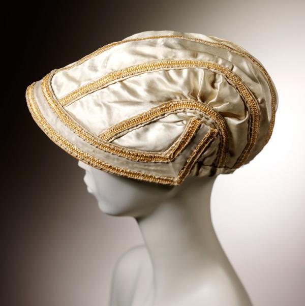 Bonnet, unknown maker, about 1805-1810. Museum no. T.81-1963 .
