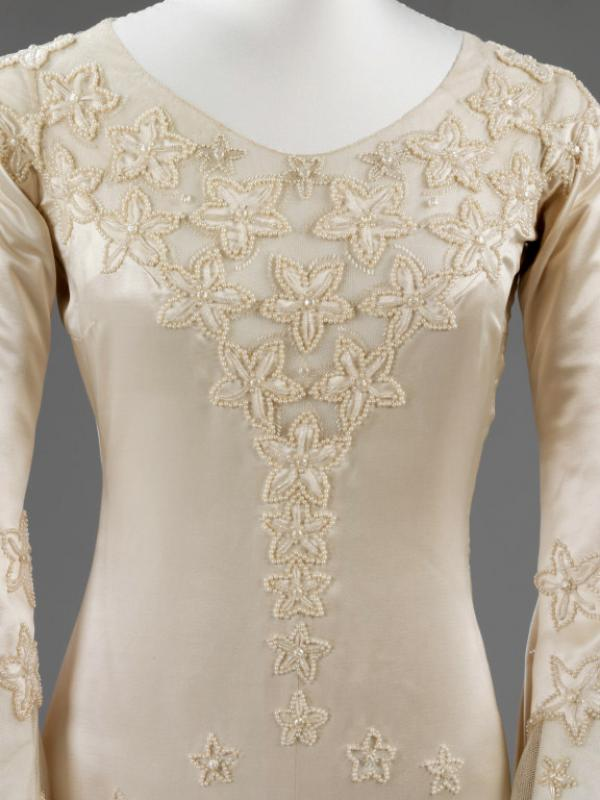 Bias cut bodice, decorated in translucent, pearl-embroidered stars. © Victoria and Albert Museum, London