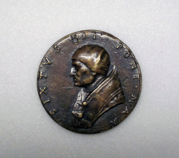 1198-1893, medal showing Pope St. Sixtus II, Italy, 16th century (C) Victoria and Albert Museum, London
