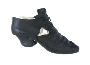 692-1897 Woman's leather shoe with latchet fastening British 1660 - 80s