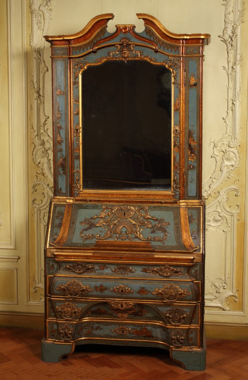 This blue japanned cabinet needs to be displayed with its front closed but a photograph showing what the inside looks like will be included on the gallery label strip.