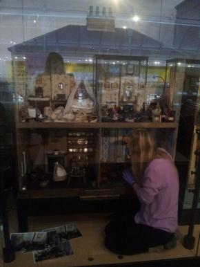 Furnishing a dolls' house