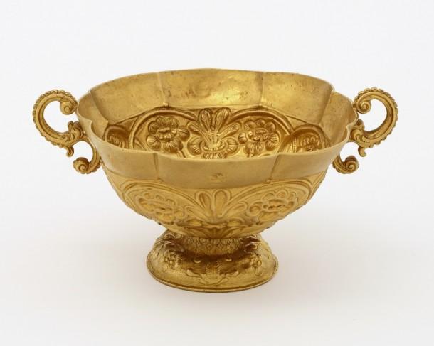 Gold cup, Peru, 1670-1715