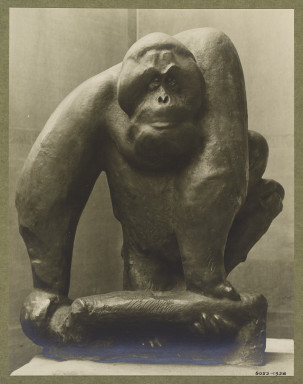 5052-1938 Photograph of a sculpture by Fritz Behn titled 'Orang-outang'