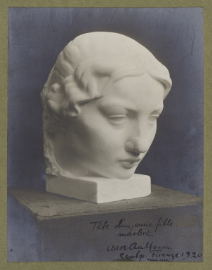 4284-1938 Photograph Photograph of a marble sculpture by Aare Aaltonen, depicting the head of a young woman. The photograph is signed by the artist and dated 1920