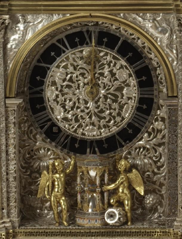 clock face cherubs