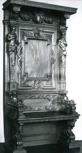 9-1881, ceremonial chair, walnut, Italy, 1550-1600. © V&A Museum